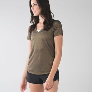 Lululemon What The Sport Tee in Heather Black/Gold